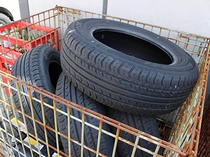 回収された廃タイヤ