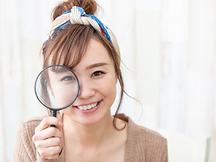 虫眼鏡で検討するイメージ